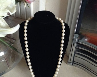 1950s White Faux Pearl Necklace With Button Clasp