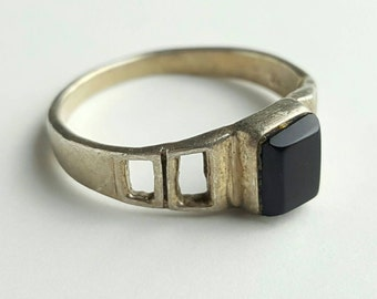 Vintage Sterling Silver and Onyx Ring- Size 6