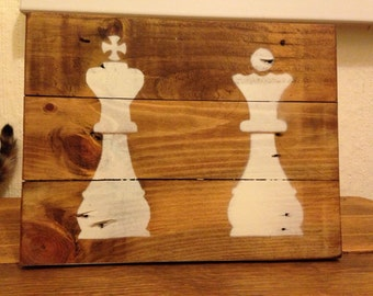 """Pallet Wood King & Queen Chess Piece Sign 8"""" x 10"""""""