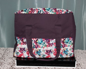 Large Tote Merlot Grapes with Six Pockets