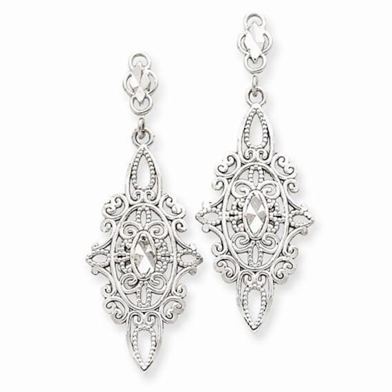 Beautiful 14 Karat White Gold Diamond-cut Filigree Dangle