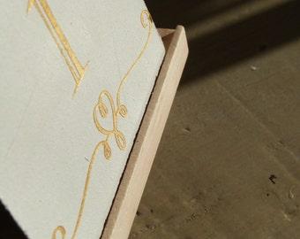 Numéros de table mariage lettres couleur or. Wedding table number with golden letters