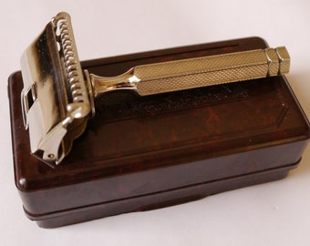 Boxed-Ever Ready British Made flip top single edged razor, with instructions, 1912 patent