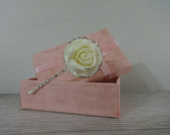 Clip with white rose