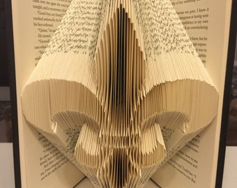Fleur de lis book fold