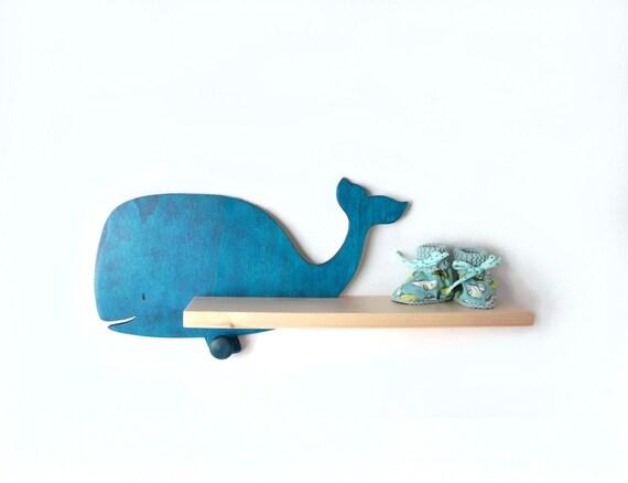Tag re murale baleine bleue chambre b b enfant id e par arkidee - Etagere murale chambre ...