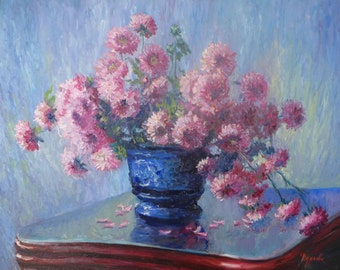 Сhrysanthemums in a blue vase