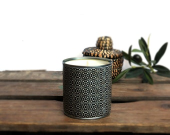 Candle upcycling Arya to the 100% natural soy wax vegetable and vegan, recycled metal