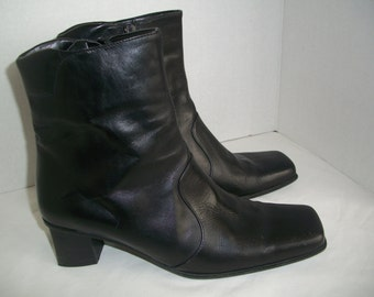 Vintage Giannet Made In Italy Black Leather Chelsea Boot. Woman's Size 81/2 B  US.