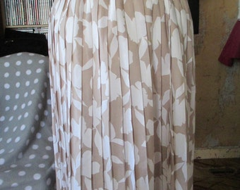Women's Vintage Floral Beige Knee Length Skirt