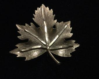 Vintage Lisa Brooch, Leaf, Goldtone