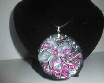 Flower necklace grey embossed
