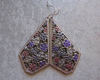 Filigree earrings with colorful flowers