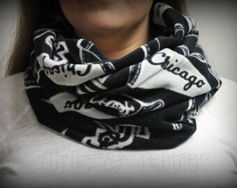 Adult scarf / Chicago White Sox / Fleece / infinity scarf / unisex / Baseball / Sports / MLB / Black / White / Gray