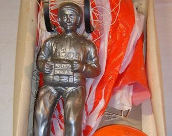 Old toy paratrooper brand Games Vuela vintage ref 201 cometa paracaidista. Espagne