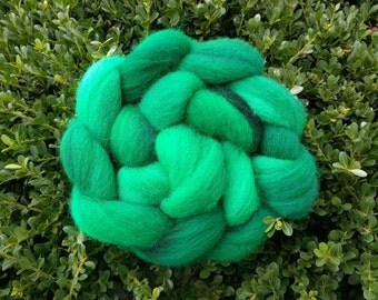 Hand Dyed Green Corriedale Wool Roving (4 ounces / 113.4g)
