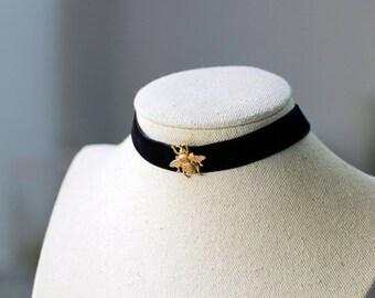 On Sale! Balances, 35euros instead of 40, necklace, Choker, neck, bee, silk velvet, vintage Ras