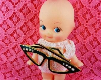 Cat eye glasses brooch