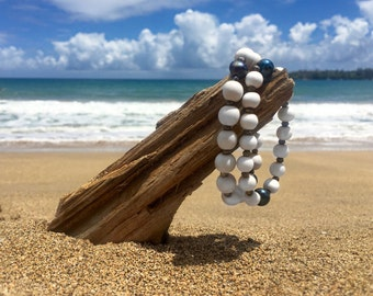 Small Wood Bead Kaimana bracelet with Black Freshwater Pearls