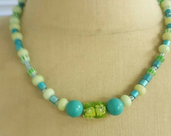 Beautiful hand beaded short necklace