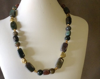 Necklace in gold tone
