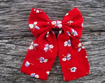 Bow tie brooch red with flowers
