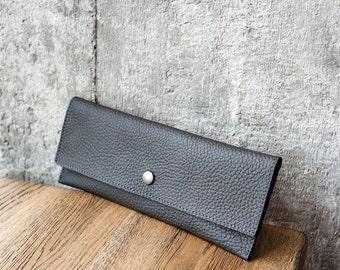 M grey leather purse