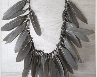 Feather Necklace Gray Green