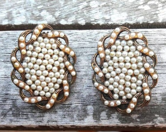 Clip on earrings with white pearls