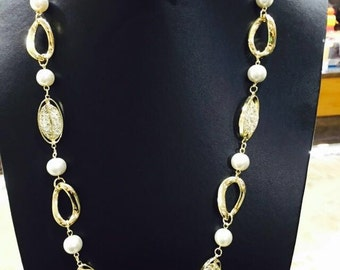 Necklace Pearl and oval, in 18 k gold plated