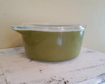 Vintage Pyrex Casserole Dish 2.5 Quart, Avacado Green