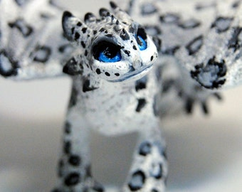 Snow leopard the Night Fury (How to train your dragon)