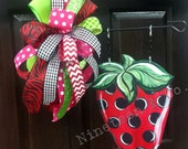 Wooden, Strawberry Garden Flag with Bow-FREE SHIPPING