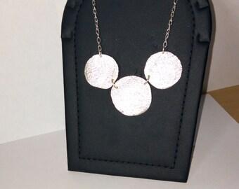 cross-linked circles pendant