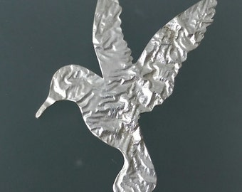 Hummingbird brooch in reticulated silver