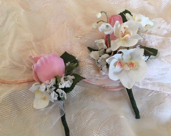 Mothers corsage,Dads boutonniere