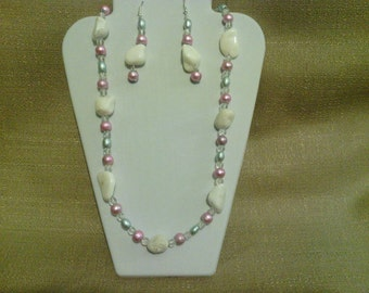270 White Mountain Jade and Pink Miracle Glass Beaded Necklace