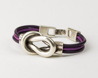 Leather and zinc alloy bracelet for women.