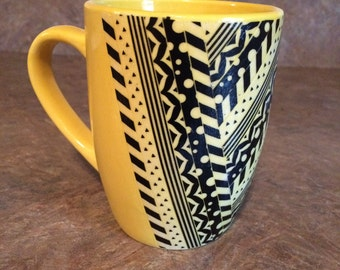 Black and Yellowed Pattern Mug