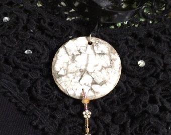 Mosiac eggshell circular pendant necklace