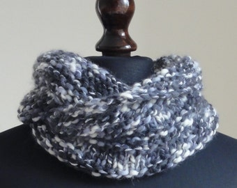 Laines Du Nord - Long Woollen Cowl. Black and White Cowl.
