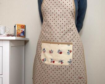 Kitchen apron in beige cretonne dotted with little carmine red flowers beige link