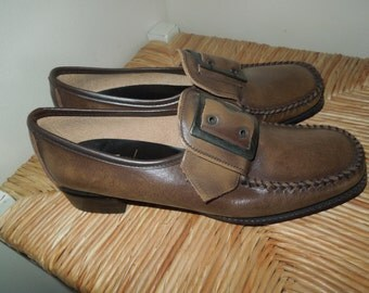CONNIE GENUINE Hand-Laced Vamps, Ladies size 6AA, Excellent Condition