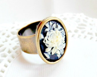 Black Cameo Ring,  Floral Cameo Ring, Vintage Style Ring, Adjustable Floral Ring, Rose Cameo Ring, Black and Ivory Cameo Ring, 18mm x 13mm