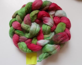 4 oz Corriedale wool roving for spinning