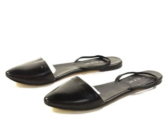 90s Minimalist Flats / Vintage 1990s Black Leather Slingback Ballet Shoes / French Slip Ons / Pointed Toe / Heel Strap / Women's Size 9.5
