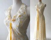 sale vintage 70s maxi dress / music festival halter dress / daisy flowers lace / empire waist / cream goldenrod yellow  xxs xs s