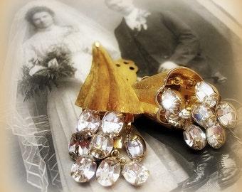vintage rhineStone earrings . wedding bride bridal white hOt and bRilliant