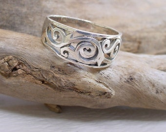 Silver Filigree Ring  Size 6 - 6.5  (2.5g)