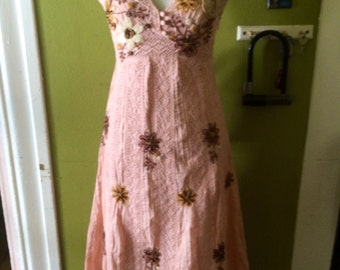 Amazing vintage 1980's womens spanish embroidered dress. Size Small